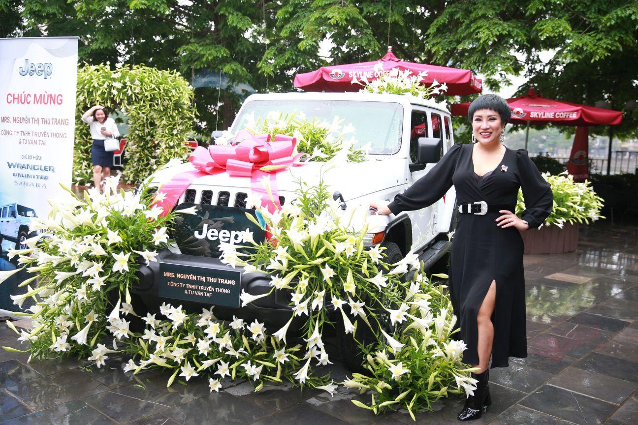 Ca sĩ Doanh nhân – Nguyễn Thu Trang 7 Ca sĩ Doanh nhân Nguyễn Thu Trang sở hữu xe khủng của Mỹ   Jeep Wrangler lần đầu tiên có mặt tại Hà Nội