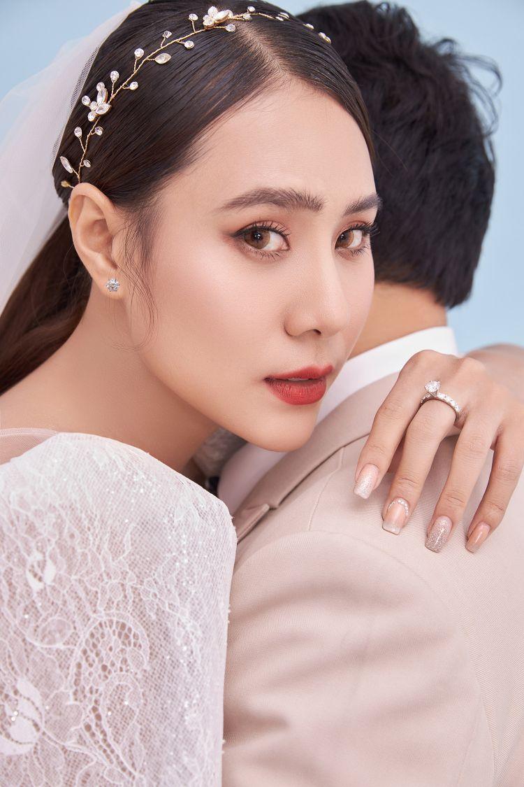 Diễn viên Hồ Bích Trâm khoe ảnh cưới và thông báo sẽ kết hôn vào đầu tháng 5 2 Diễn viên Hồ Bích Trâm khoe ảnh cưới và thông báo sẽ kết hôn vào đầu tháng 5