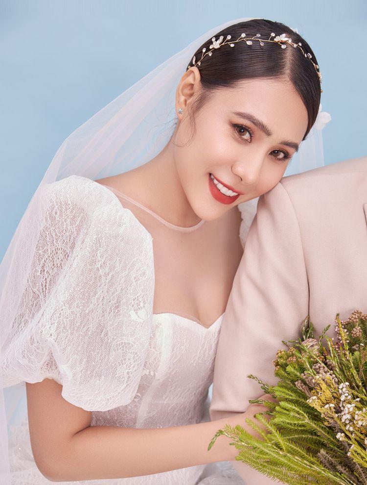 Diễn viên Hồ Bích Trâm khoe ảnh cưới và thông báo sẽ kết hôn vào đầu tháng 5 3 Diễn viên Hồ Bích Trâm khoe ảnh cưới và thông báo sẽ kết hôn vào đầu tháng 5