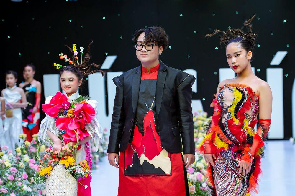 NTK HUYNH THUC 2 Dàn mẫu nhí Starkids xúng xính diễn thời trang giữa vườn hoa hồng rực rỡ