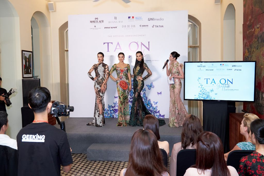 NTK Hoàng Hải bắt tay đạo điễn Phạm Hoài Nam và Unimedia thực hiện show thời trang Tạ Ơn 2 NTK Hoàng Hải bắt tay đạo diễn Phạm Hoàng Nam và Unimedia thực hiện show thời trang Tạ Ơn