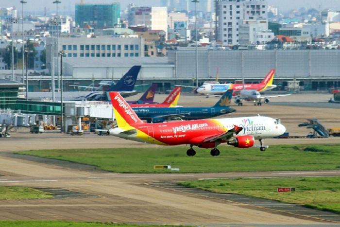chay ve may bay Cháy vé máy bay dịp lễ 30/4 và 1/5 , khách đổ xô đến các điểm du lịch trong nước