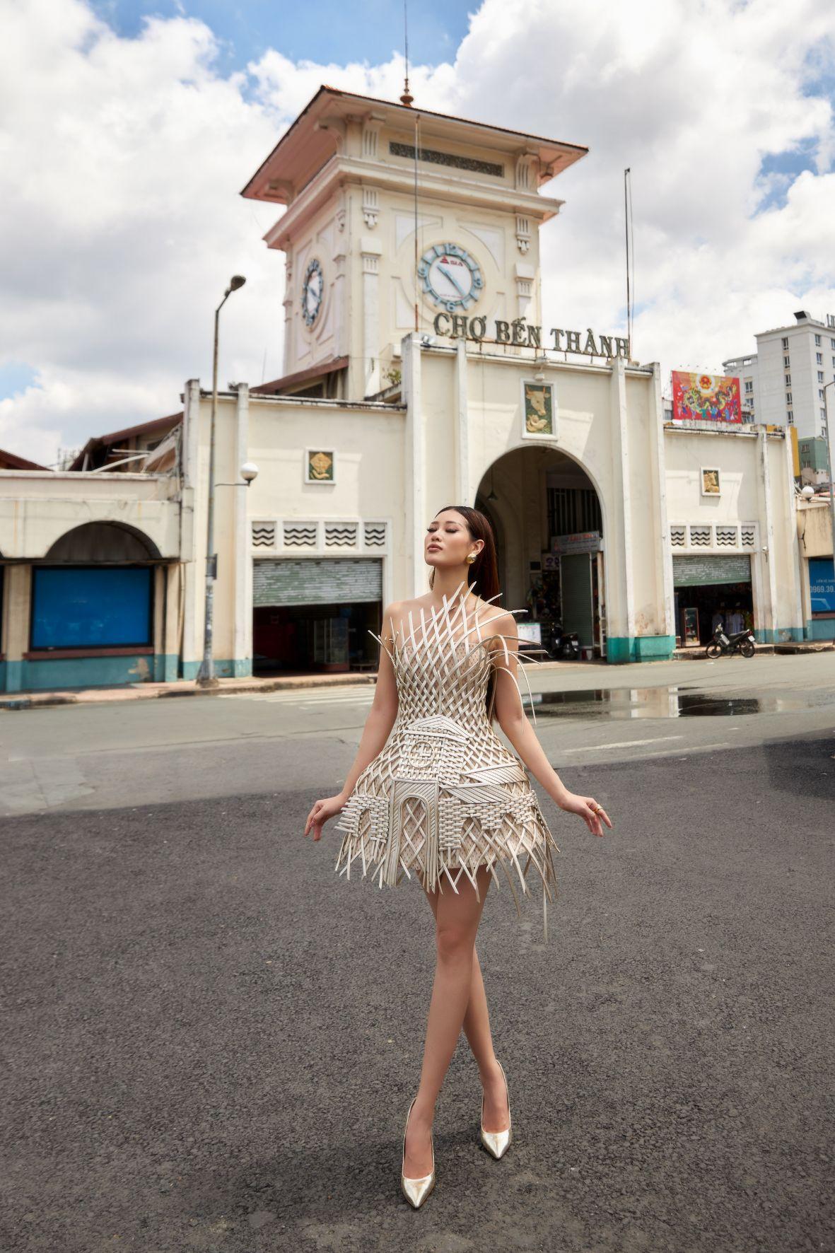 Hoa hau Khanh Van0 Hoa hậu Khánh Vân quảng bá TP.HCM thông qua trang phục tại Miss Universe