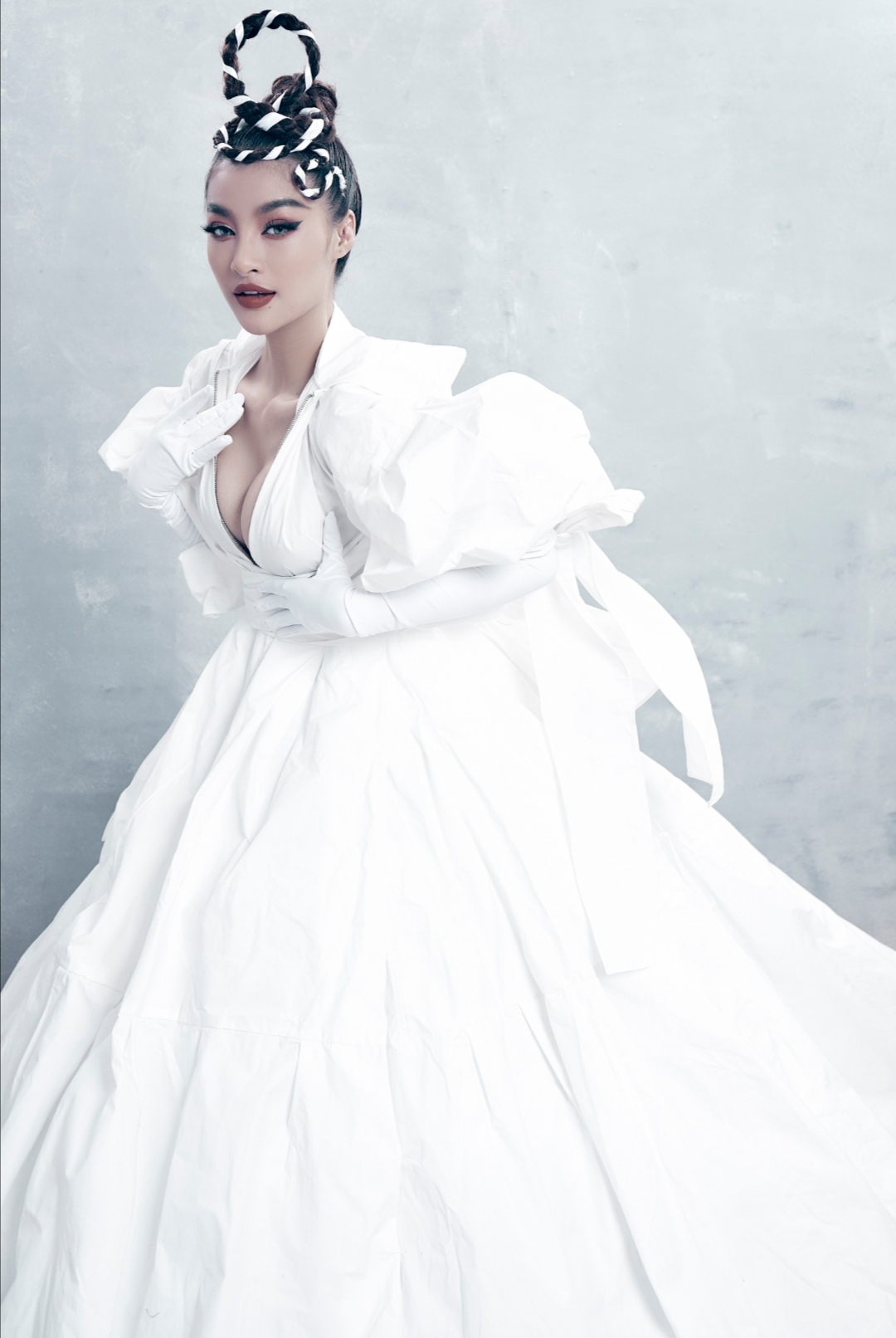 Screenshot 20210510 150354 Chiêm ngưỡng nhan sắc đầy mê hoặc của Á hậu Kiều Loan trong bộ ảnh mới toanh