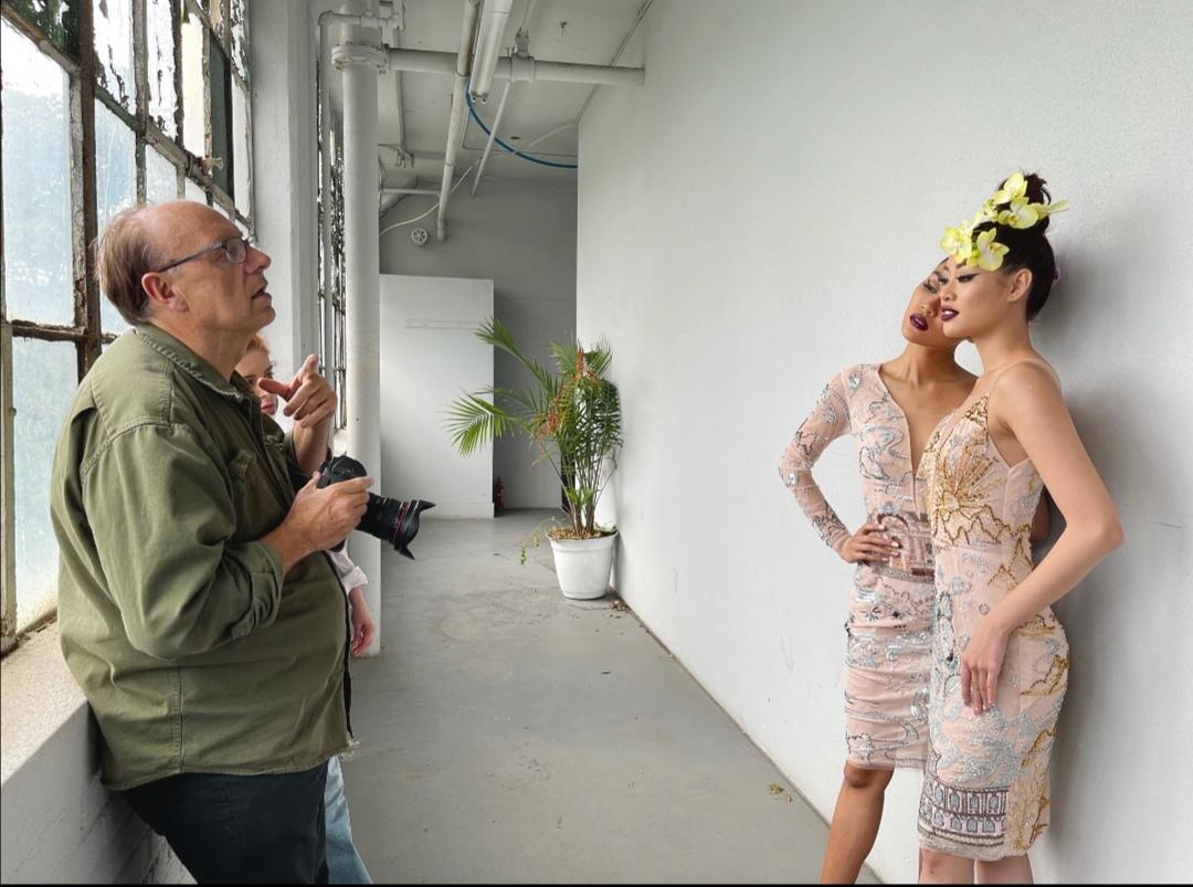 Screenshot 20210530 135254 Hậu trường bộ ảnh đặc biệt tại Mỹ: Hoa hậu Khánh Vân kết hợp cùng Hoa hậu Malaysia