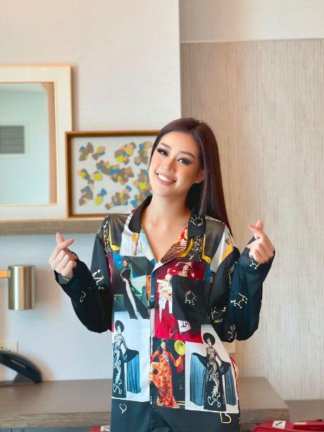 khanh van 6 Hoa hậu Khánh Vân diện pijama đặc biệt có in hình các đại diện Việt Nam tại Miss Universe