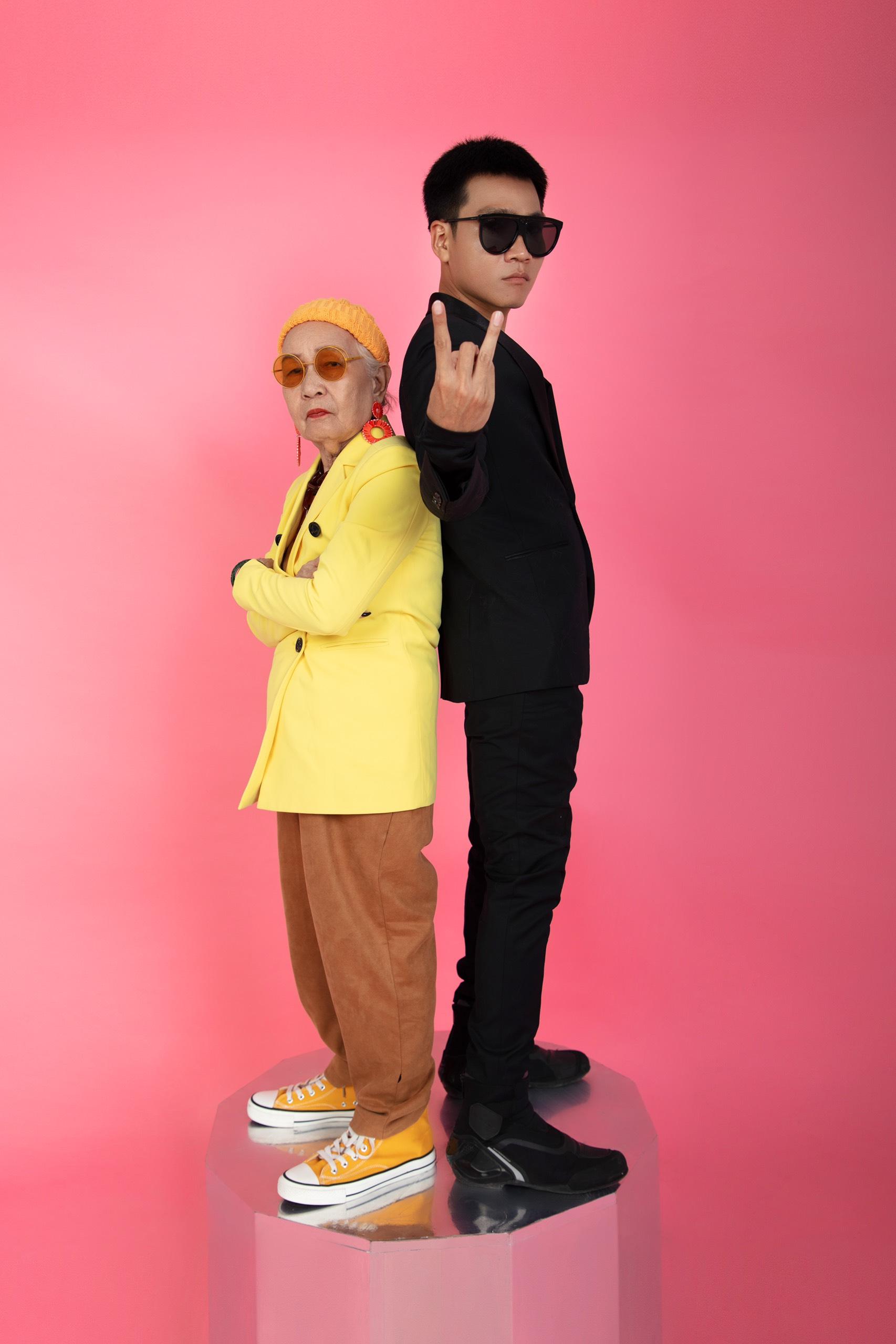 1. Wowy và bà Ngoại11 Rapper Wowy lu mờ khi chụp ảnh cùng bà ngoại U80 siêu ngầu