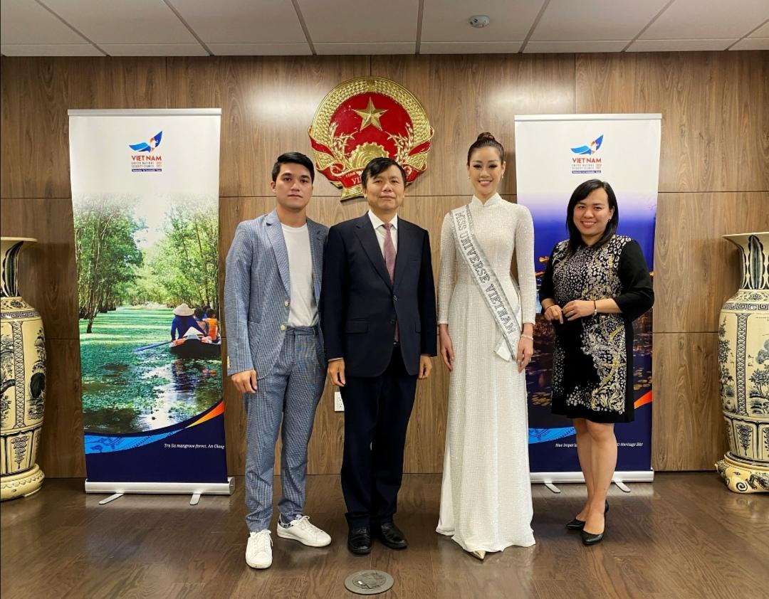 Screenshot 20210602 163927 Hoa hậu Khánh Vân diện áo dài trắng, khoe dáng giữa nước Mỹ