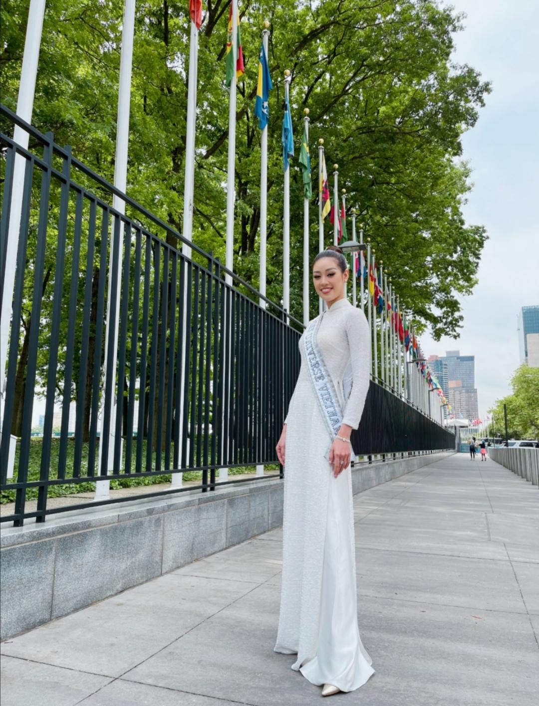 Screenshot 20210602 164002 Hoa hậu Khánh Vân diện áo dài trắng, khoe dáng giữa nước Mỹ