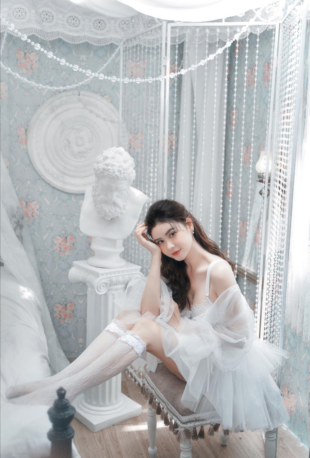 Screenshot 20210611 103005 Trương Quỳnh Anh khoe trọn lưng trần, vẻ sexy, mong manh trong bộ ảnh mới