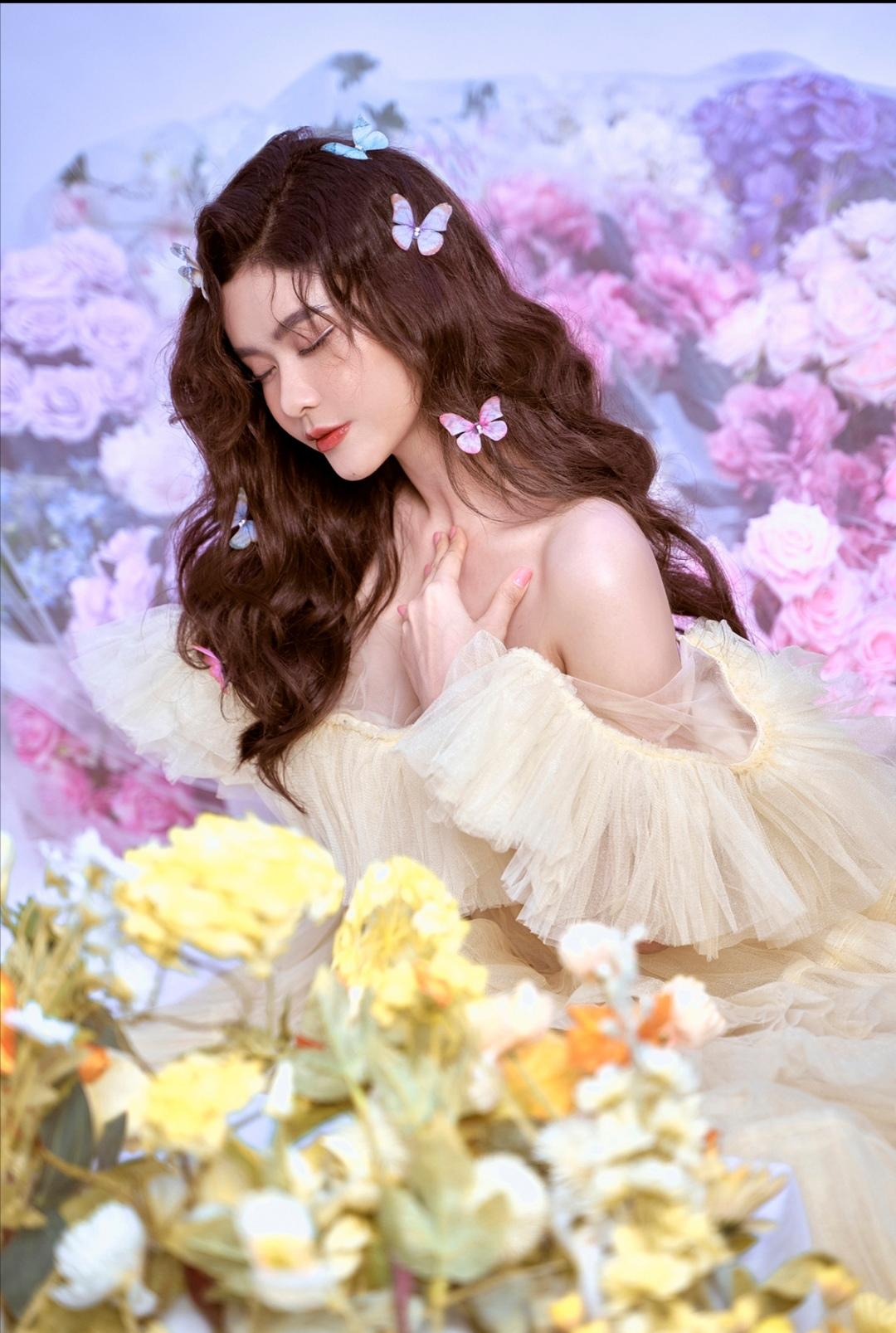 Screenshot 20210611 103031 Trương Quỳnh Anh khoe trọn lưng trần, vẻ sexy, mong manh trong bộ ảnh mới