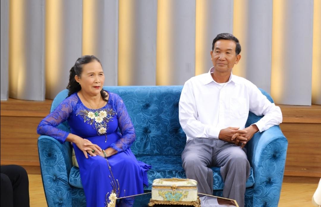 Screenshot 20210618 232753 Ốc Thanh Vân khâm phục ý chí của người vợ lo toan mọi việc để chồng 70 tuổi lấy bằng thạc sĩ
