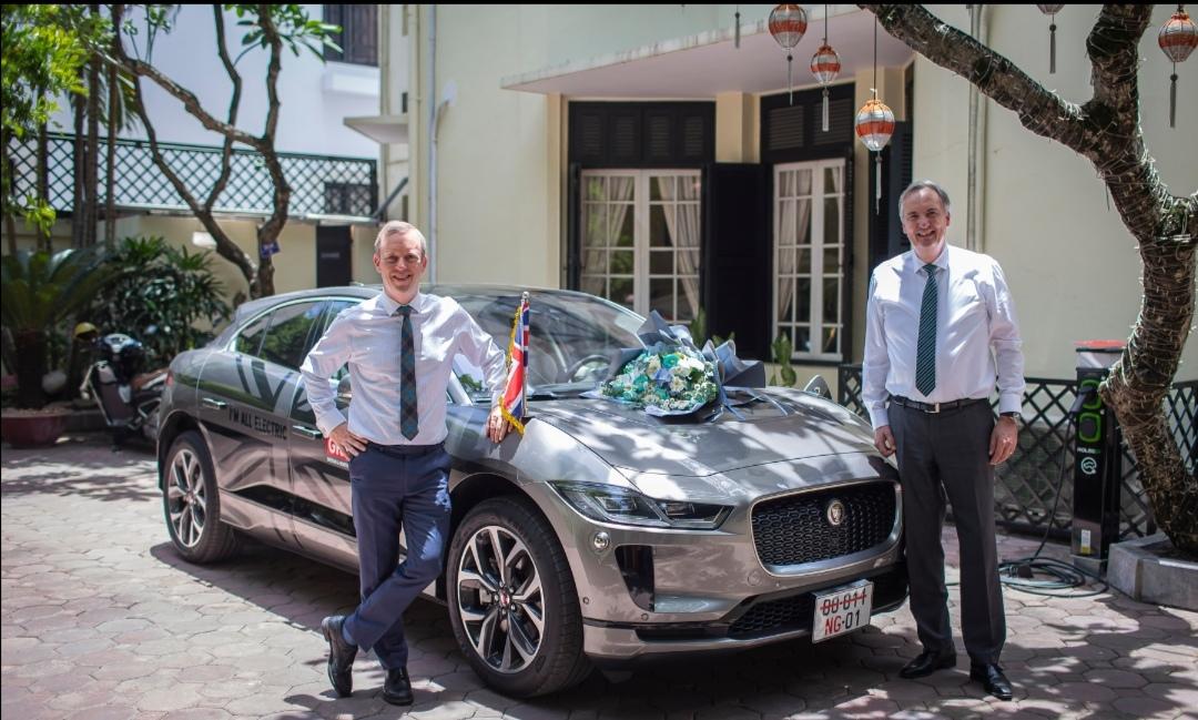 Screenshot 20210623 220018 Jaguar Việt Nam bàn giao mẫu xe điện I Pace đầu tiên tại Việt Nam cho Đại Sứ Quán Anh