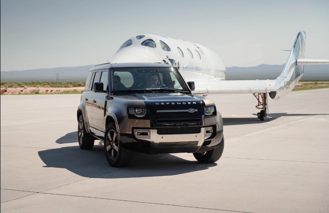 Screenshot 20210712 155720 Range Rover Astronaut Edition và Land Rover Defender 110 hỗ trợ đưa tỷ phú người Anh Richard Branson lên vũ trụ