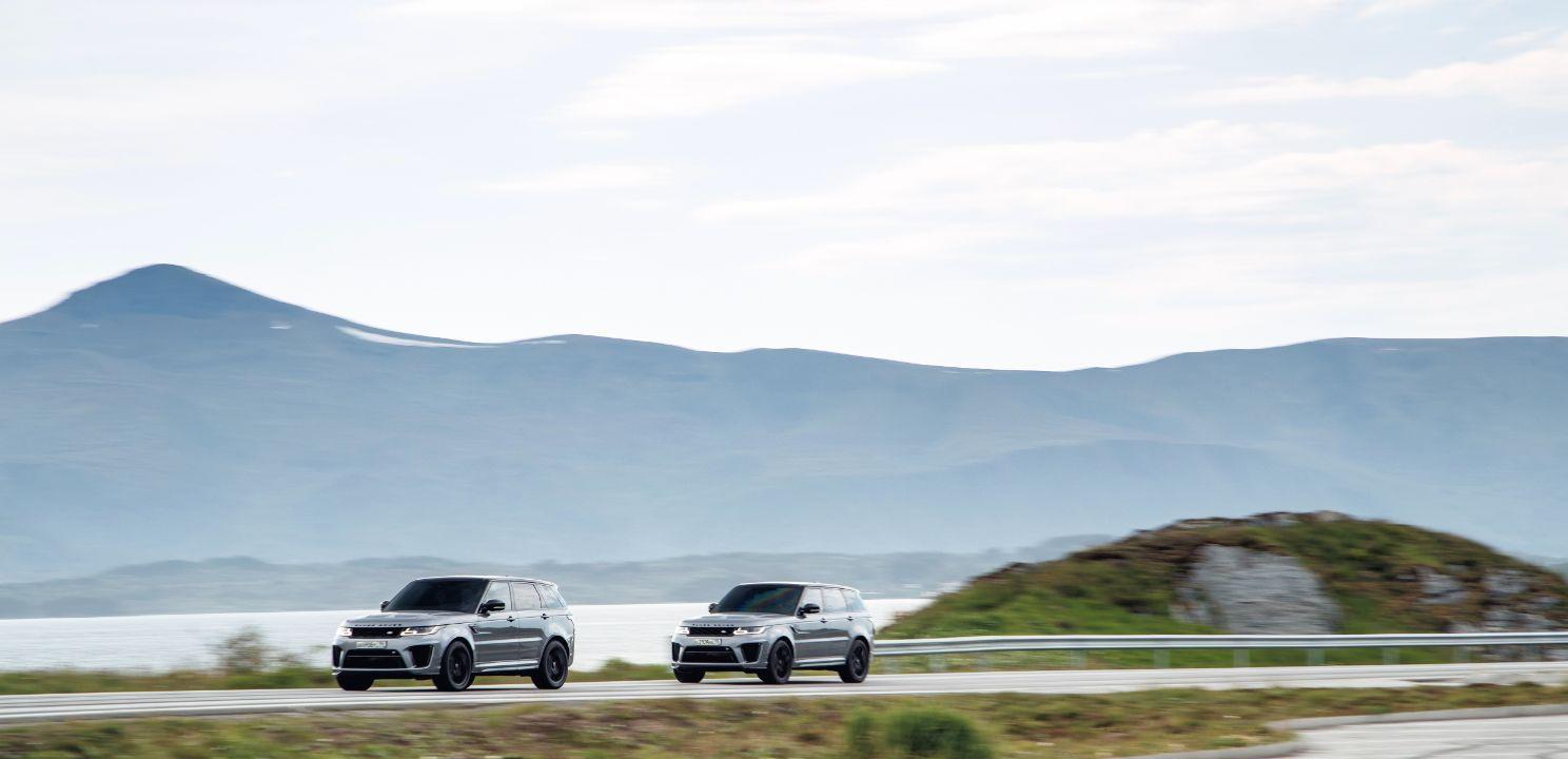 Range Rover Sport SVR 3 Range Rover Sport SVR vượt địa hình ngoạn mục để đuổi theo điệp viên James Bond